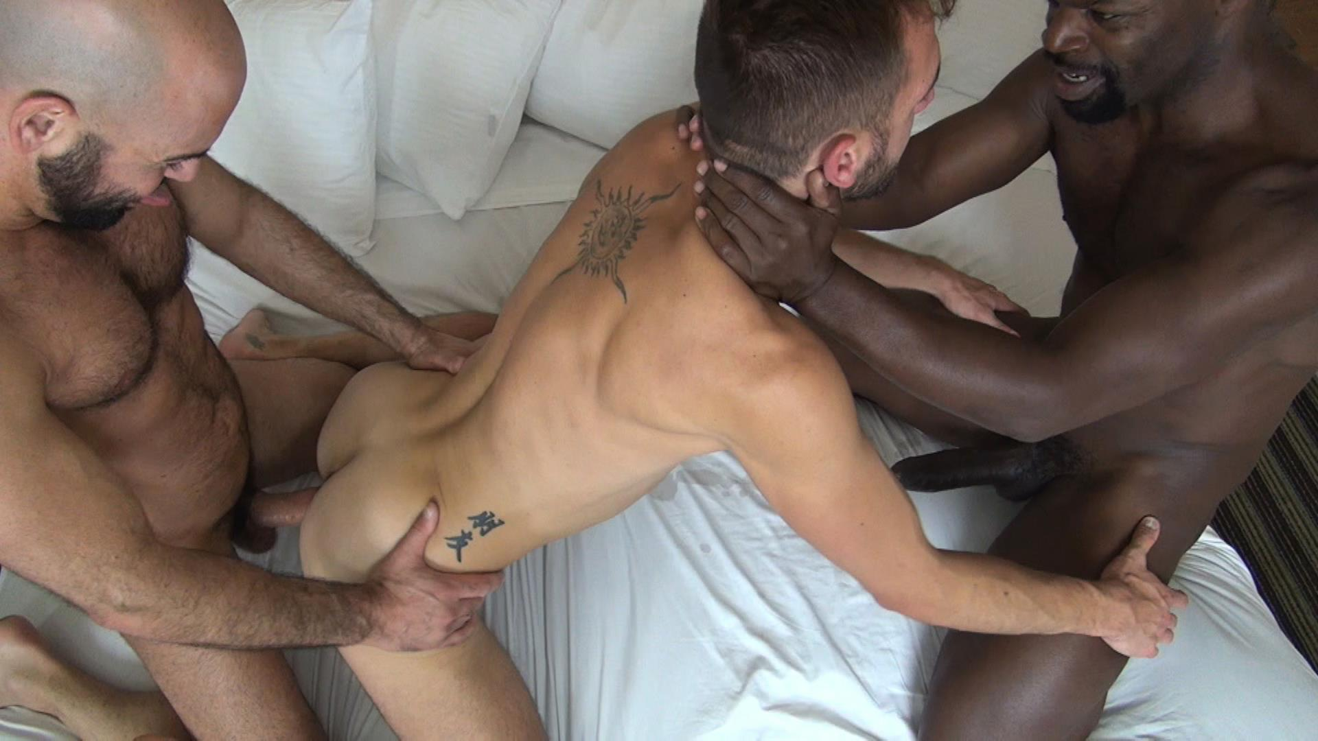 Dominating Black Hunk Barebacks Dude