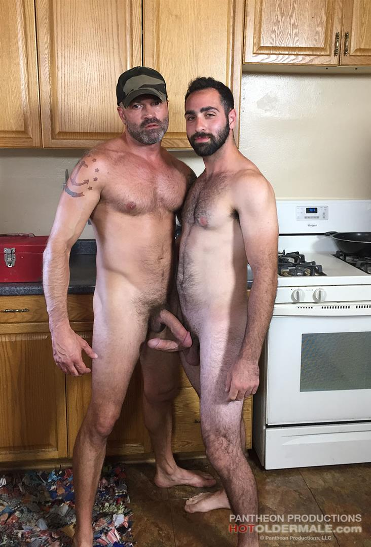 Amateur of old muscle men gay sex 5