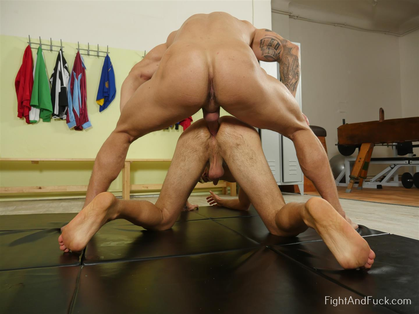 Fight-and-Fuck-Luke-Ward-and-Jamie-Oliver-Wrestlers-Bareback-Fuck-13 Muscle Hunk Wrestling Followed By Bareback Sex With A Big Uncut Cock