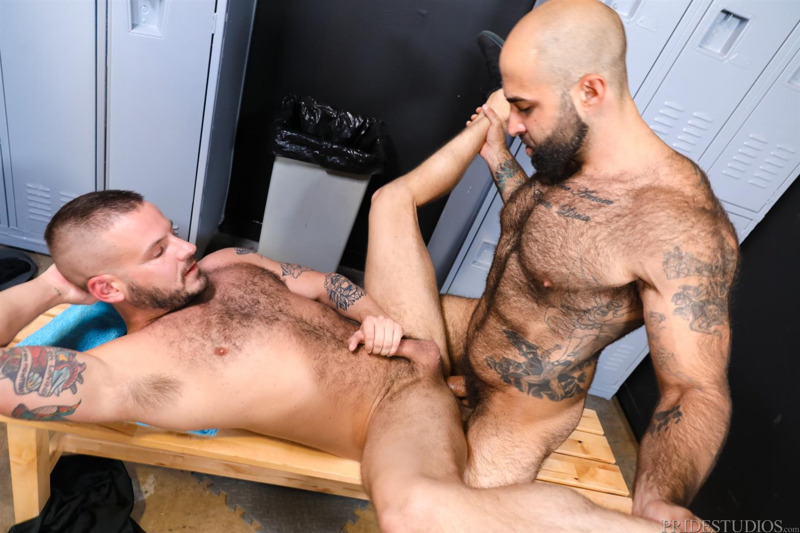Men-Over-30-Sean-Harding-and-Atlas-Grant-Hairy-Muscle-Bareback-Gay-Sex-Video-14 Getting Fucked By A Big Uncut Cock Hairy Muscle Hunk In The Gym Locker Room